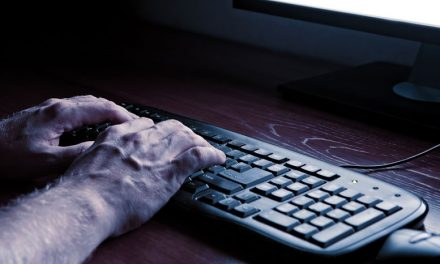 5 Warning Signs To Recognize An Online Predator Early On