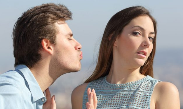 7 Definite Signs She's Just Not Into You